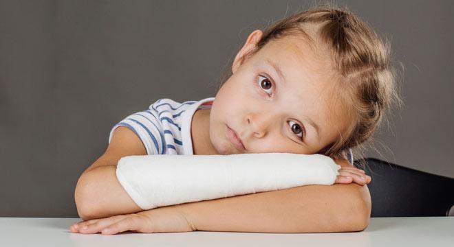 شکستگی ساعد در اطفال چیست و چگونه درمان میشود