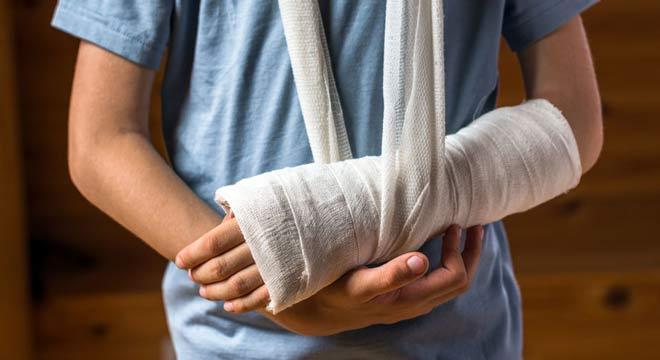 شکستگی صفحه رشد مچ دست. علائم و درمان
