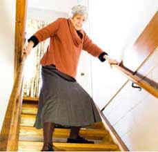 پائین رفتن از پله و شکستگی لگن